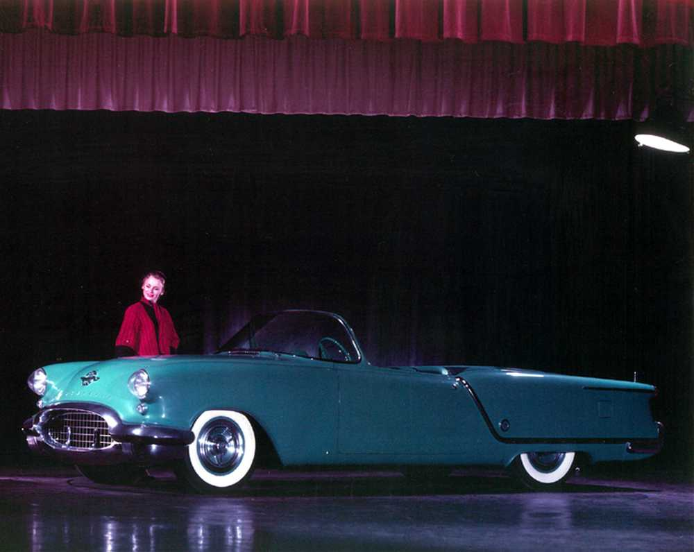 1953_Oldsmobile_Starfire_Convertible_Show_Car_05